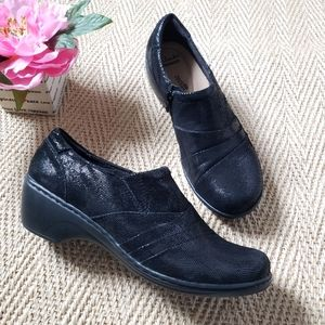 Clarks Clogs Kim Channing in black shoes